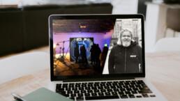 Laptop med mannen som skrivit krönikan samt en tv-studio